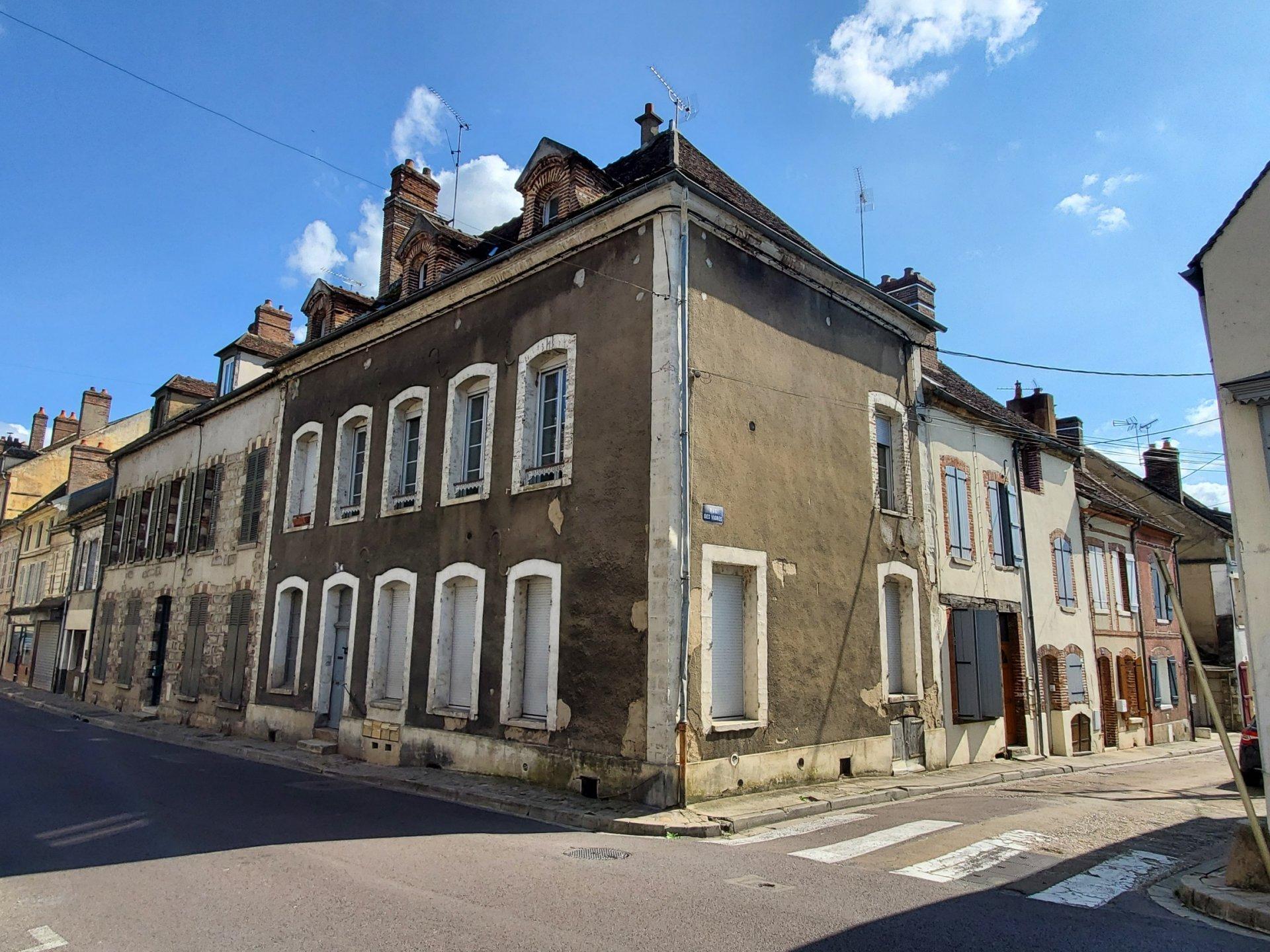 Sale Building - Villeneuve-sur-Yonne