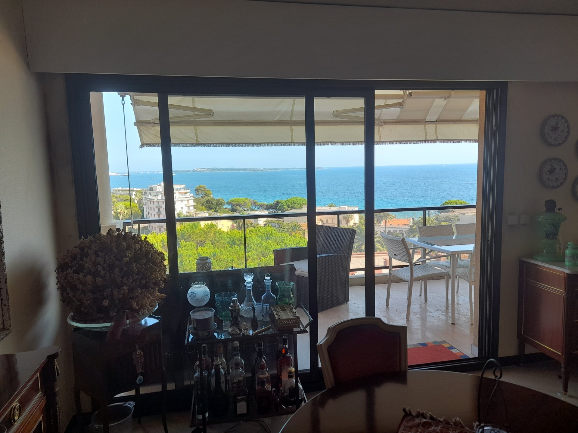 Cannes: 4 værelses lejlighed med panoramaudsigt over havet