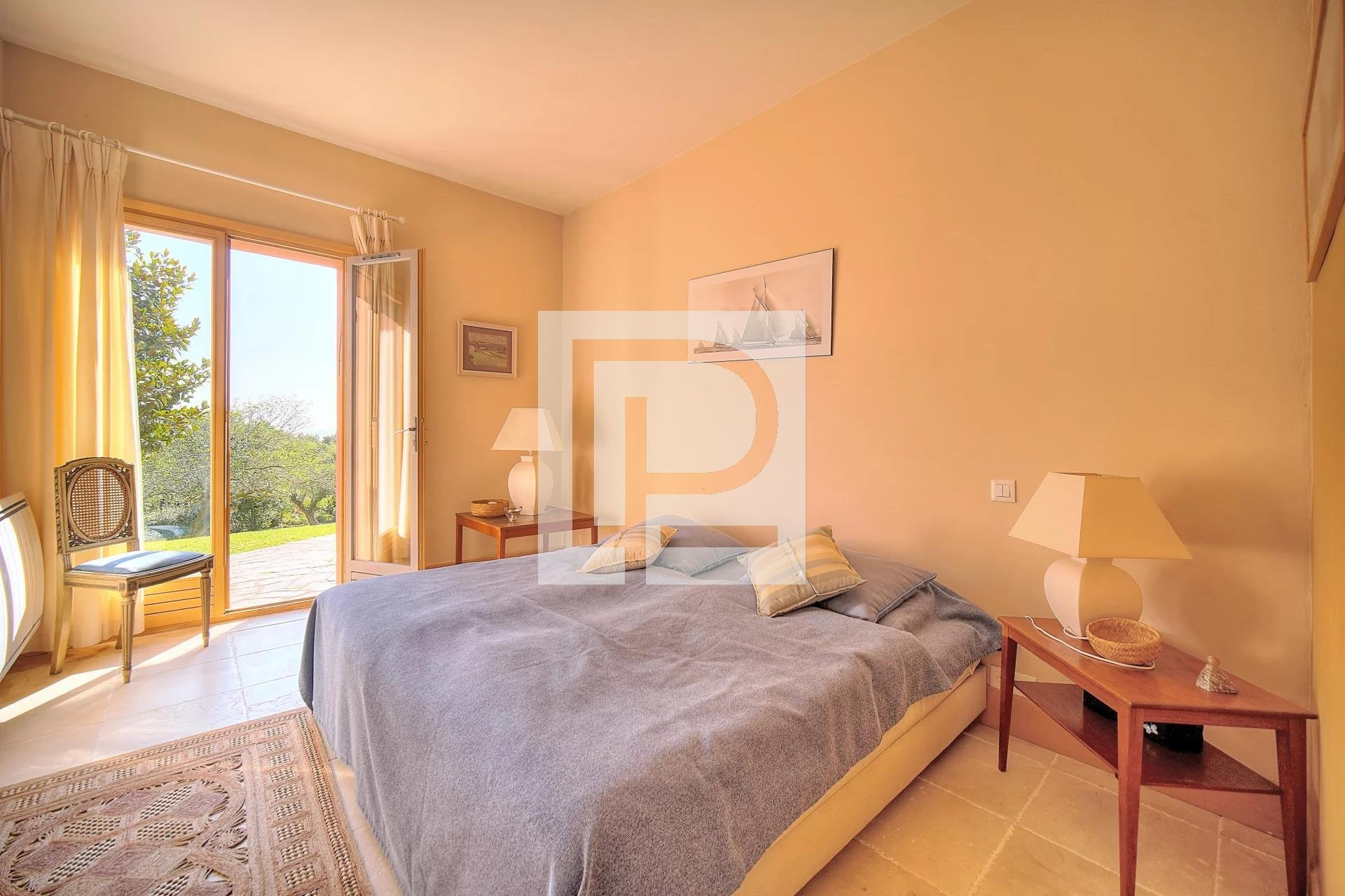 In secure area Property sea view 10 minutes from the seaside