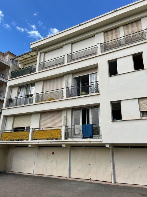 4 Pièces Fleurs dernier étage en retrait, garage et balcon