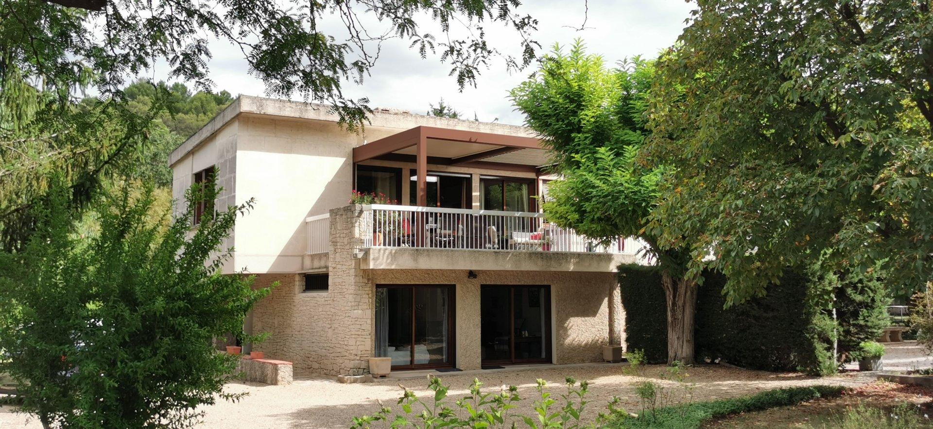 Californian stone villa in Aix.
