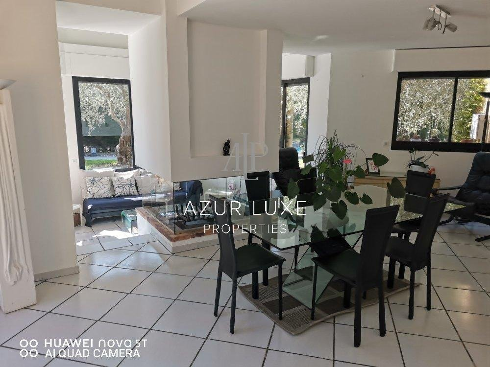 Spacious and bright house in a residential area of Mougin