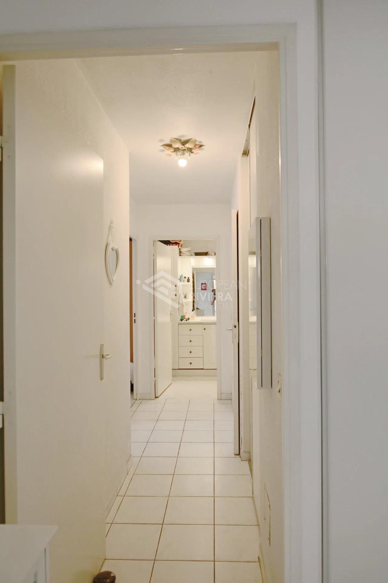 CANNES LA BOCCA - Residence  with pool - 3 rooms flat with  terrasse and parking