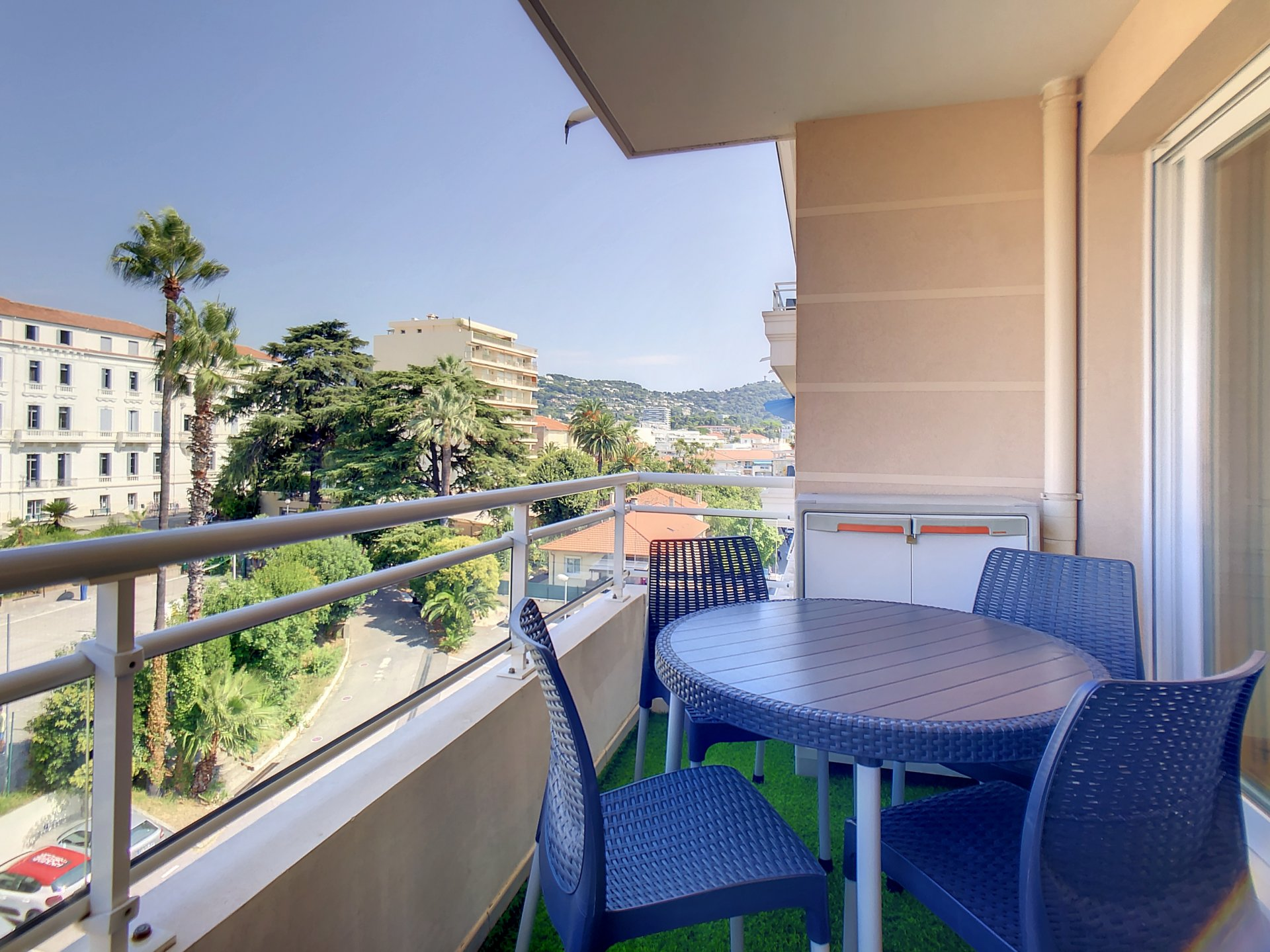 New building, high floor, nice one bedroom flat with terrace.