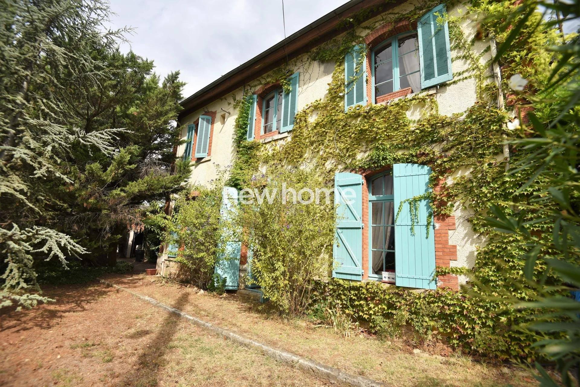 Unique property for sale: the old train station in Lorgues
