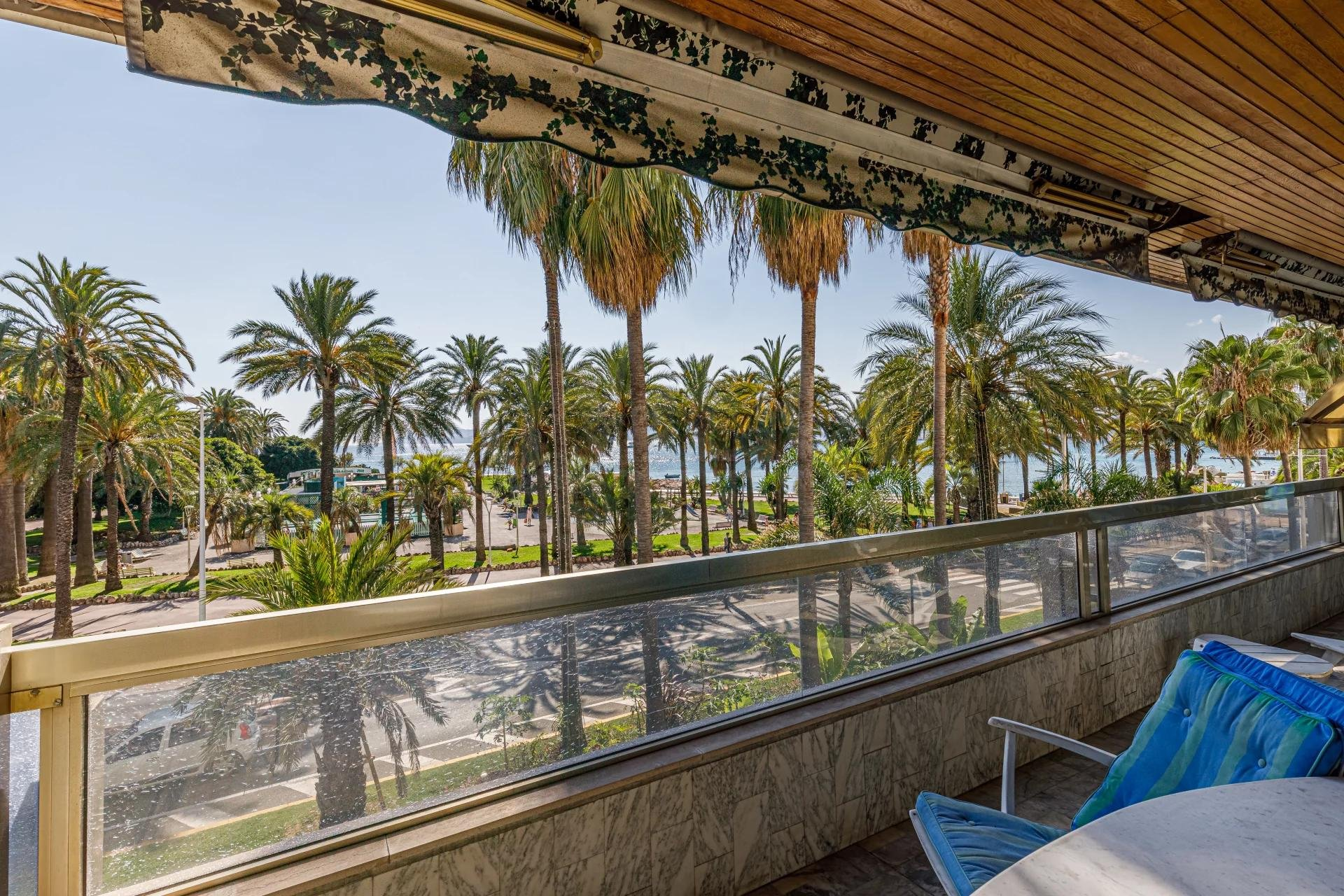 One to twobed, terrace, beautiful sea view, Banane-Croisette  in Cannes