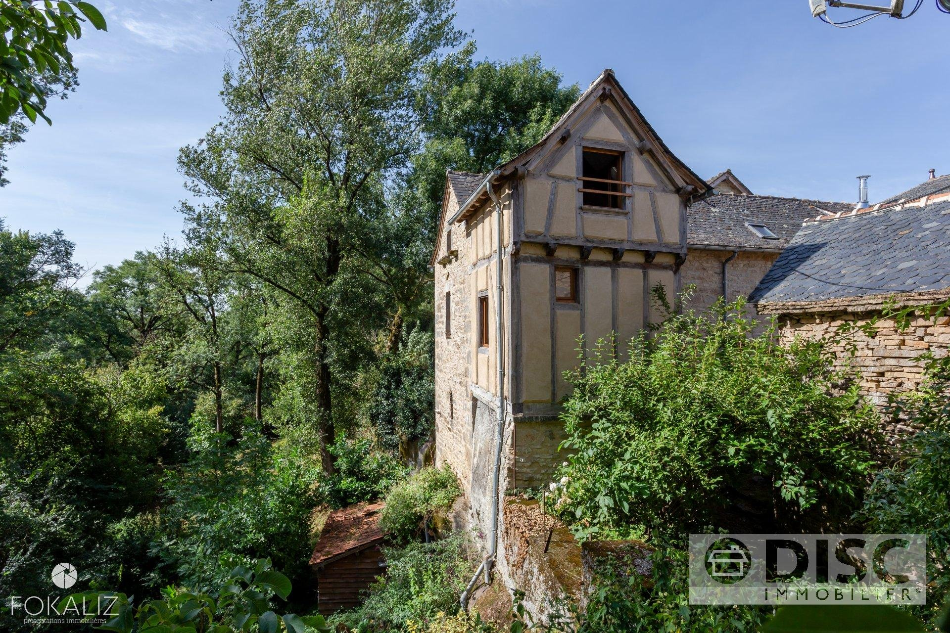 Magnificent property with guest house and cave.