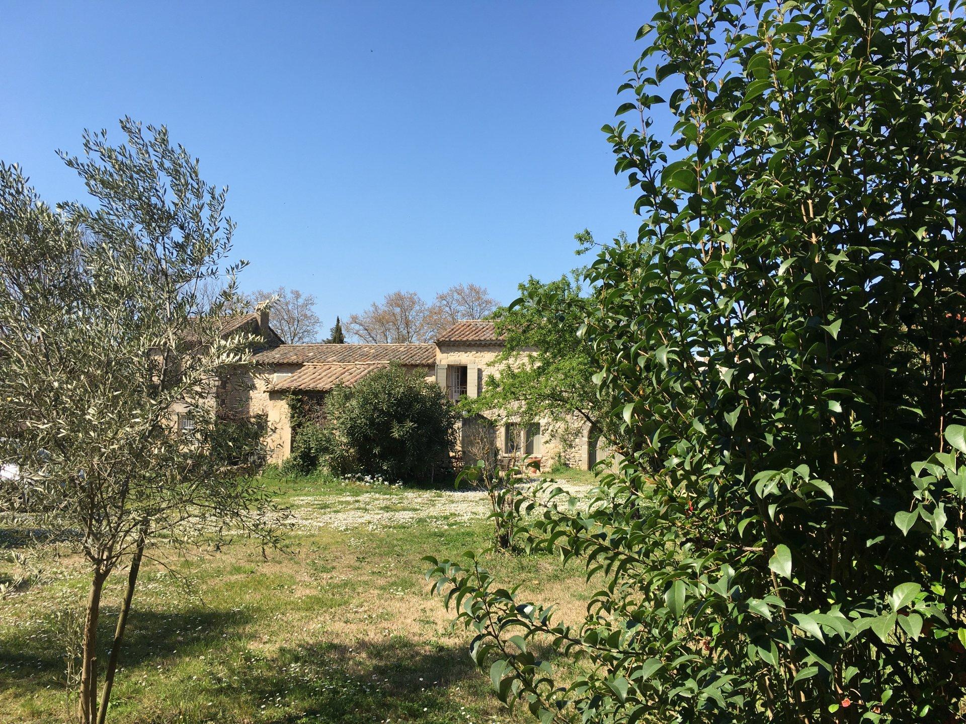 Mas provençal au cœur du village