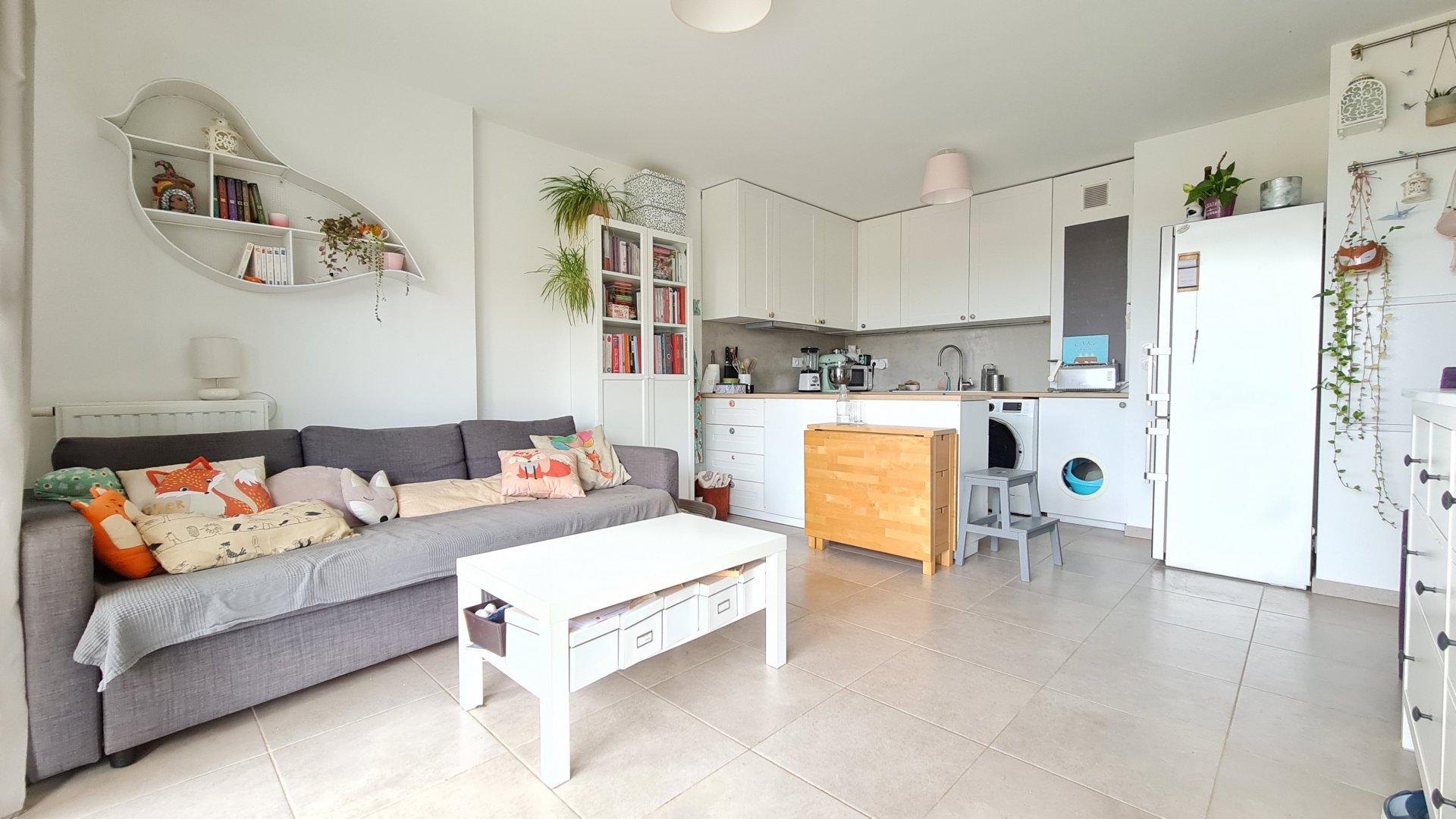Sale Apartment - La Fare-les-Oliviers