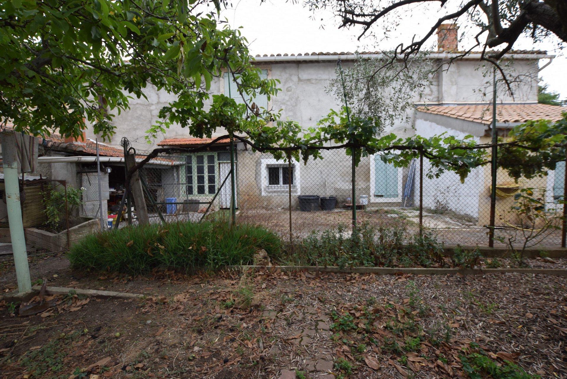 Maison en pierre avec jardin et combles aménageables