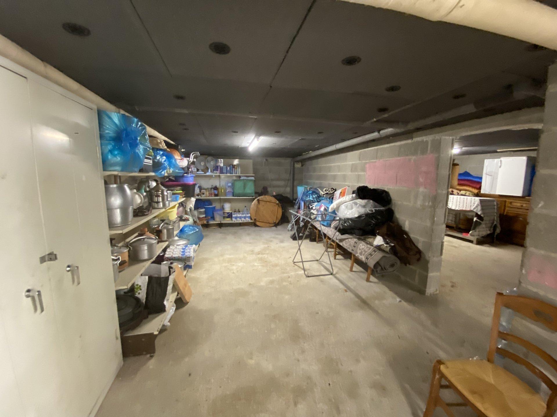 Commerces et écoles, sous sol total 5 chambres