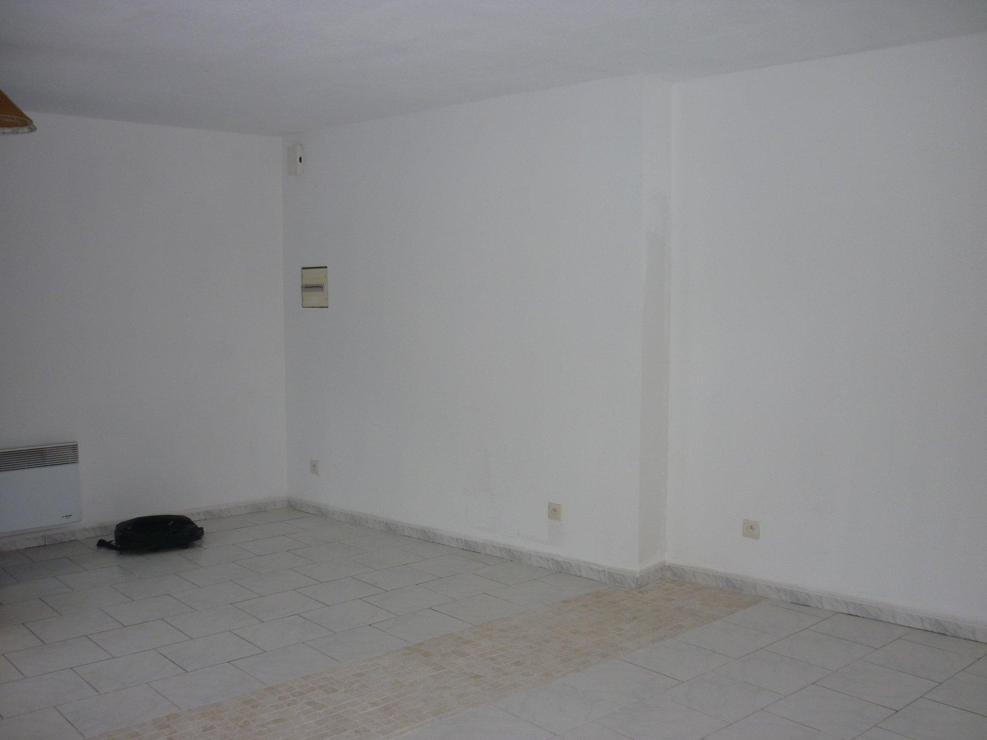 Studio à ESTAGEL DBI-0034