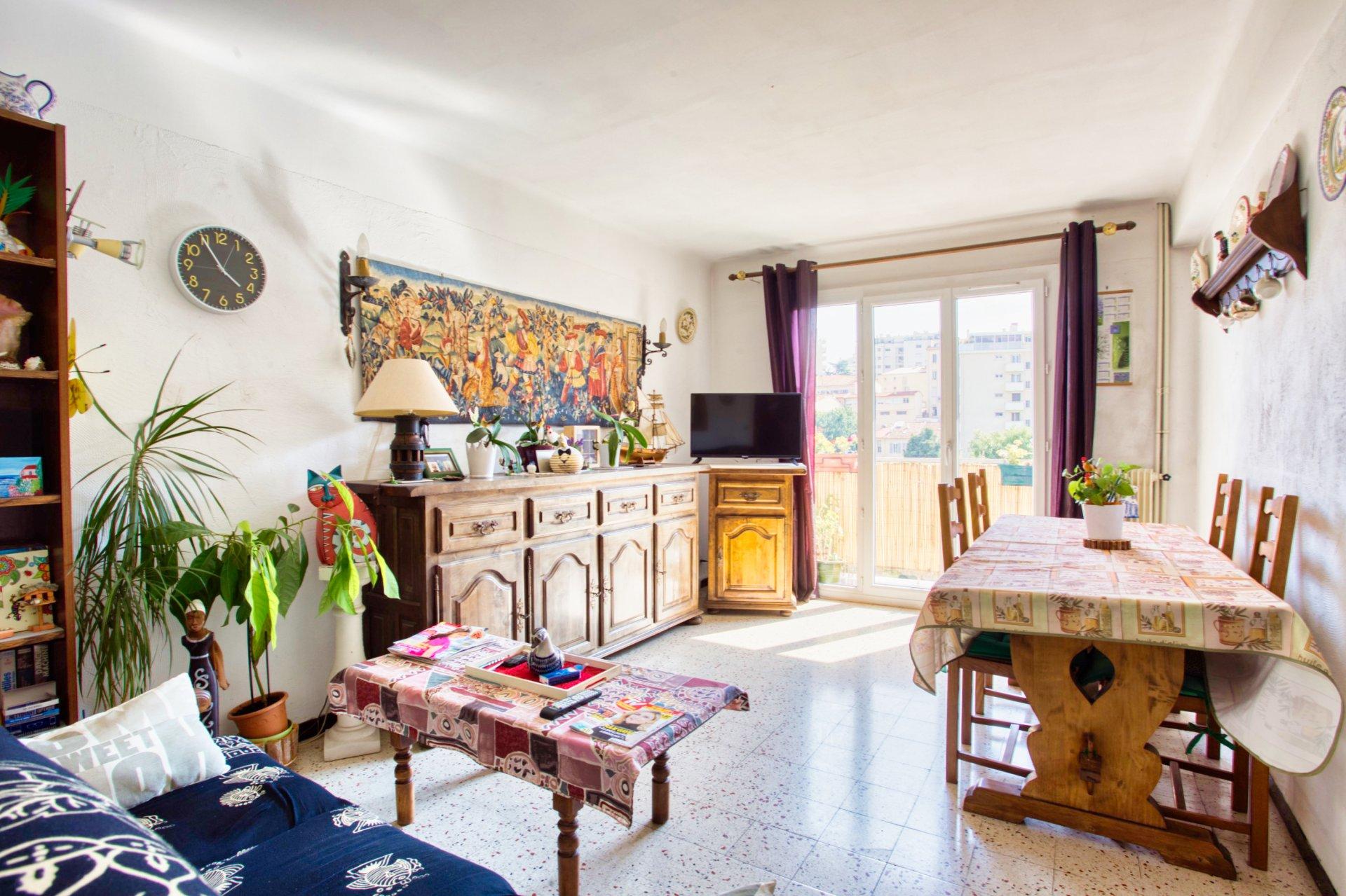 Sulla Costa Azzurra, un appartamento di 3 stanze con terrazza e garage