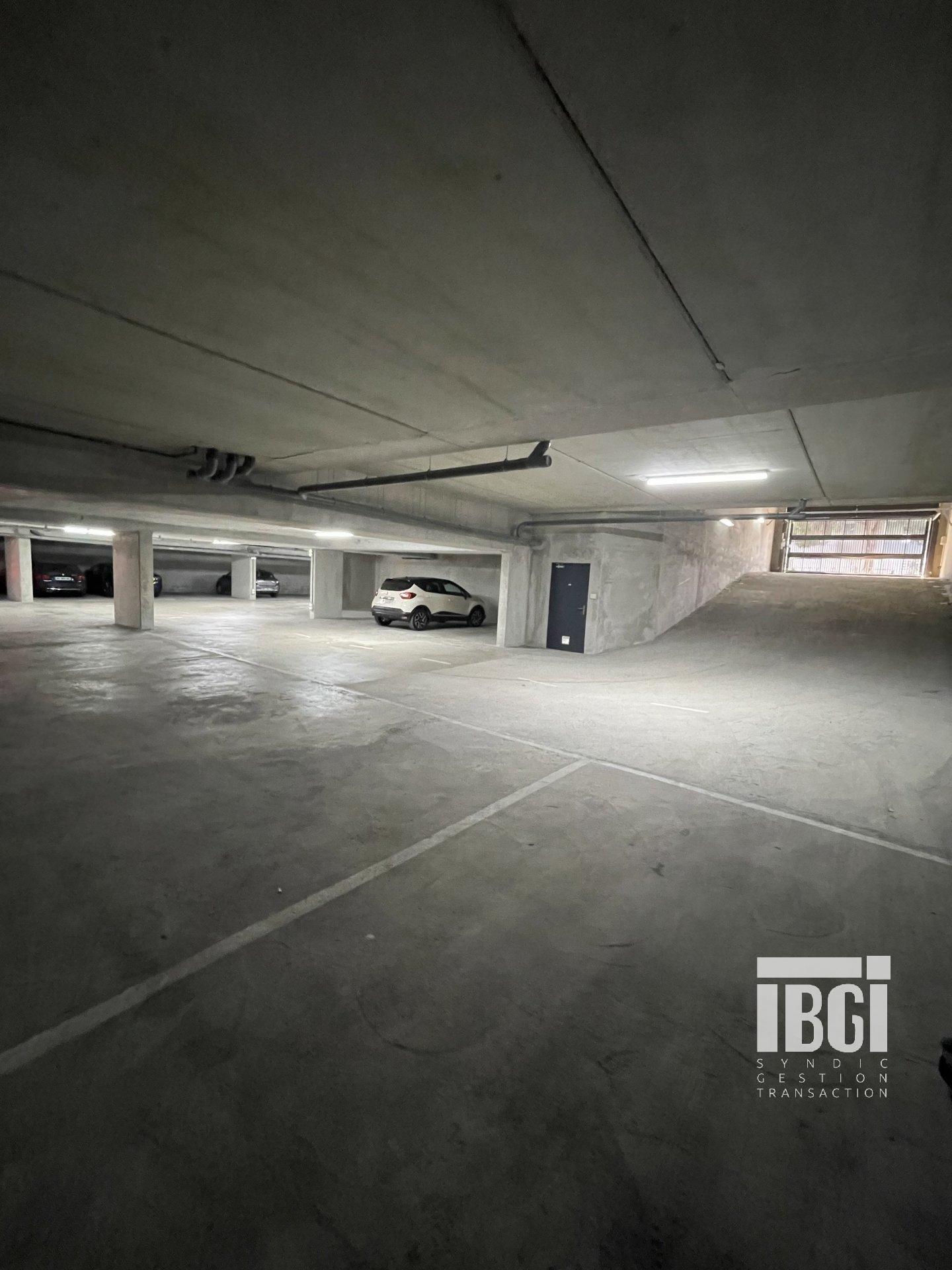 Rental Parking - Nice