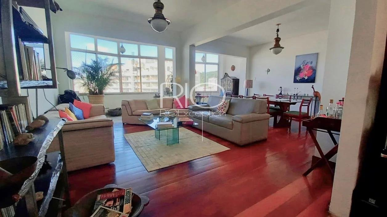 Laranjeiras / Molière High School - Charming penthouse to renovate ! Exceptional product !