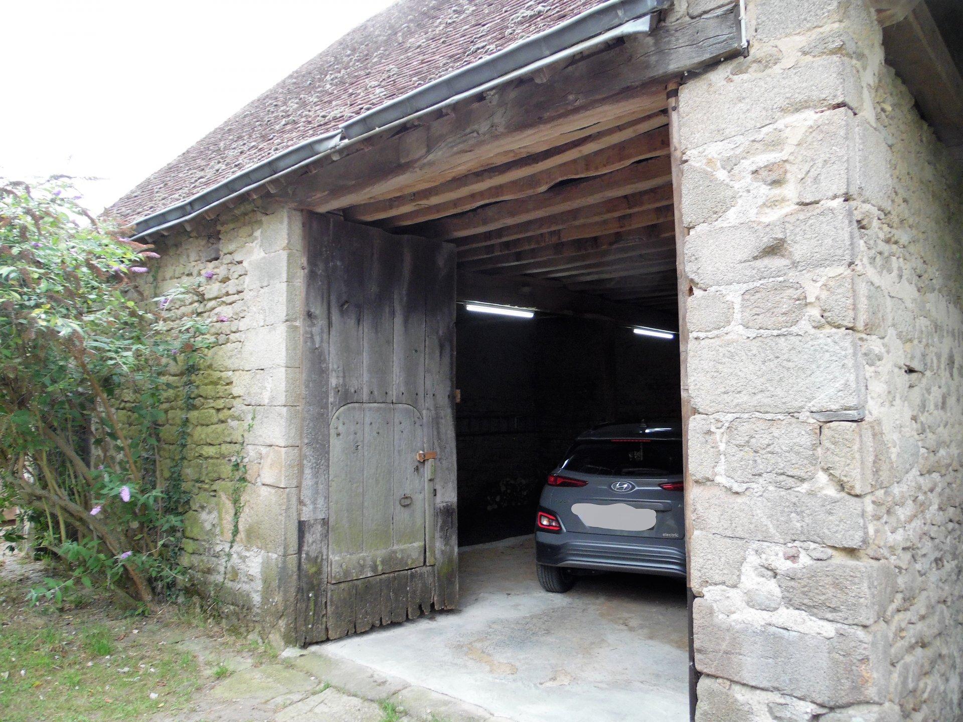 Zu verkaufen in der Creuse, Haus, Scheune und 4000m² Land.