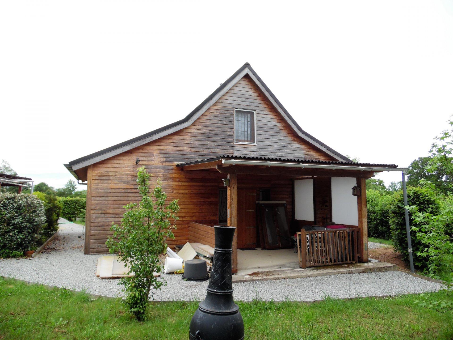Zu verkaufen in der Creuse ein Holzchalet, Garage und Garten