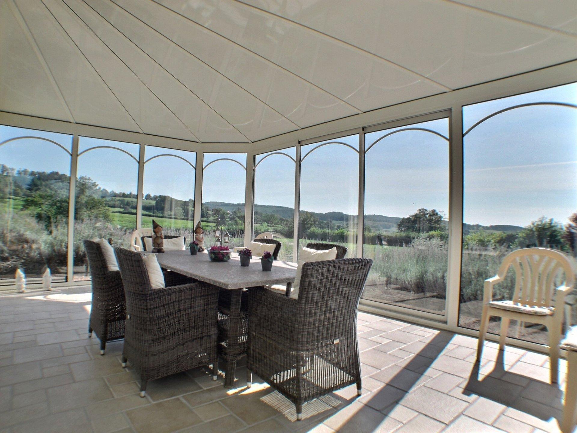 Moderne villa met toren nabij Château-Chinon te koop