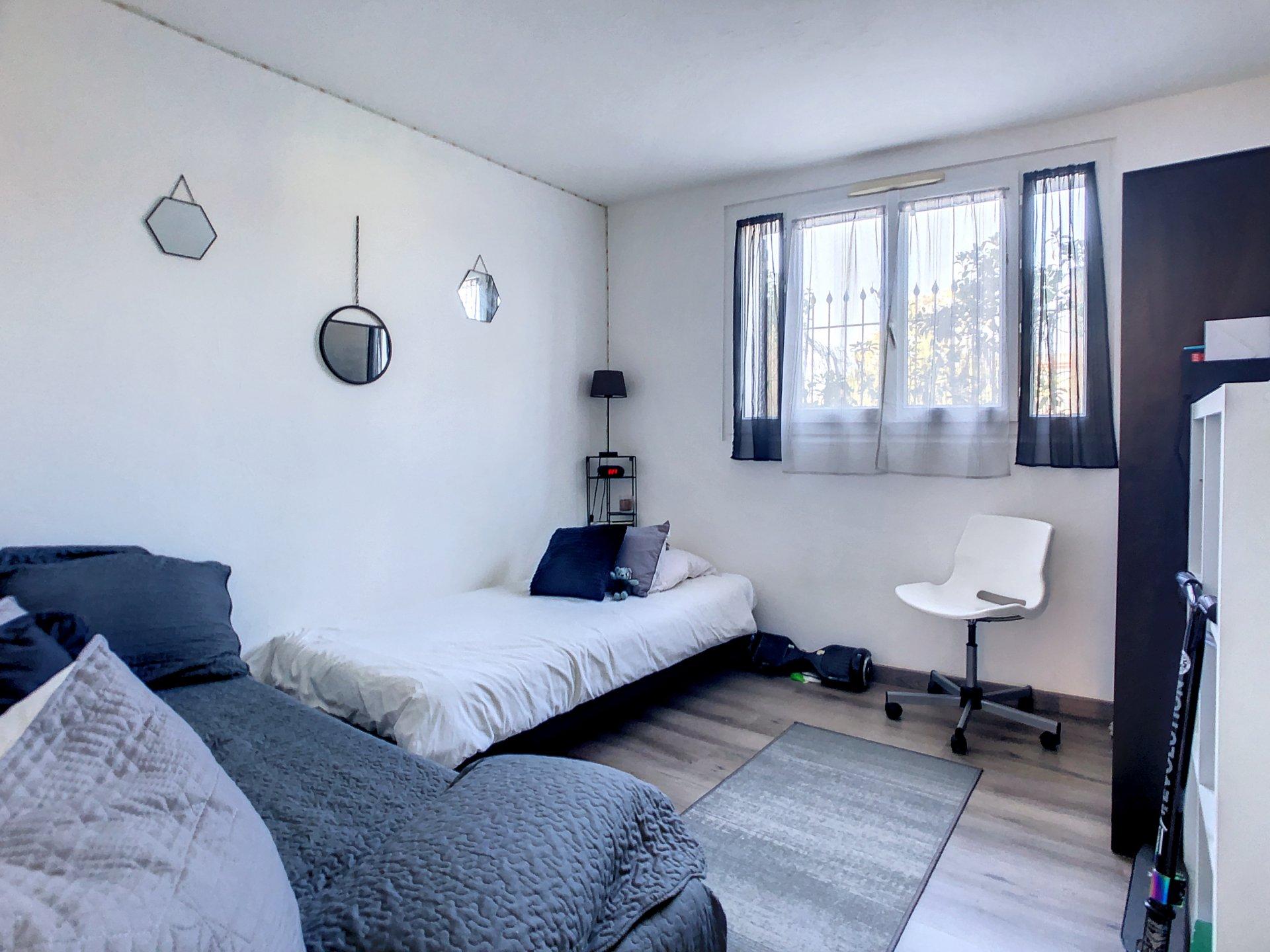 La Roquette Sur Siagne, Villa divided into 4 apartments
