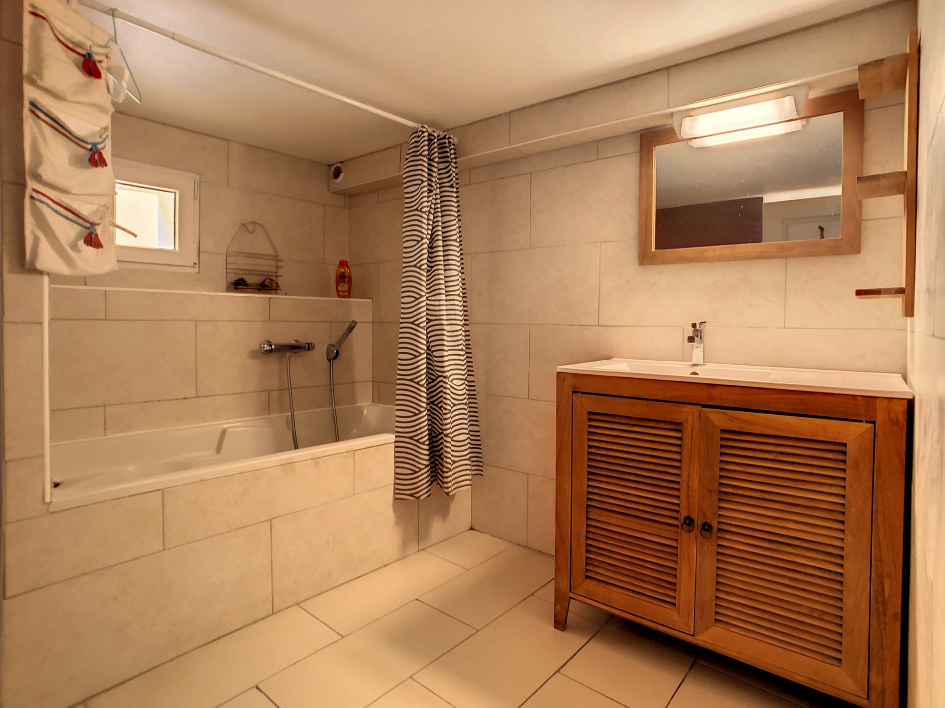 La Roquette Sur Siagne, Villa divisée en 4 appartements