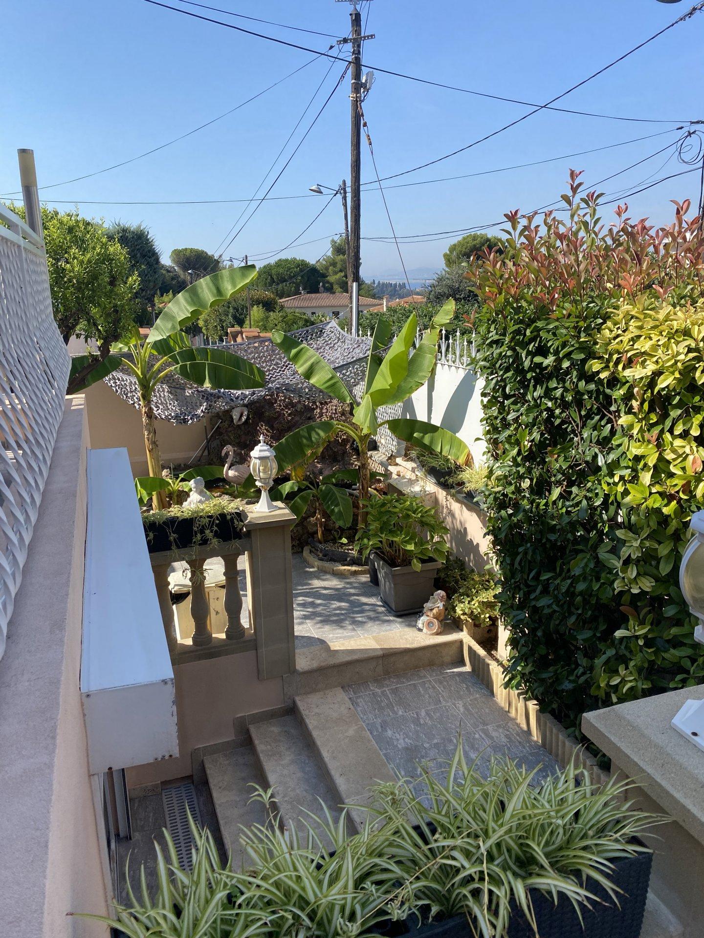 NICE Mont Boron Villa 5/6 pièces + 4 parkings.