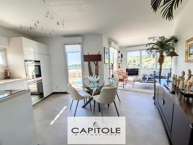 A vendre, Antibes Exclusivité, villa sur le toit appartement 3 pièces, vue mer, terrasse 66 m², résidence récente haut de gamme, piscine, garage double