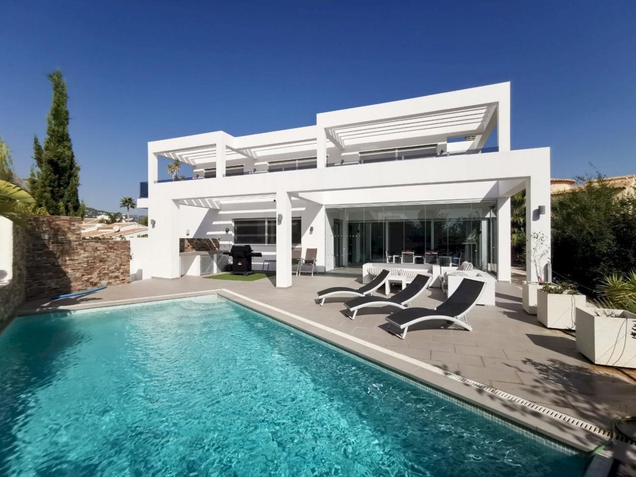 Prachtige villa met uitzicht op zee