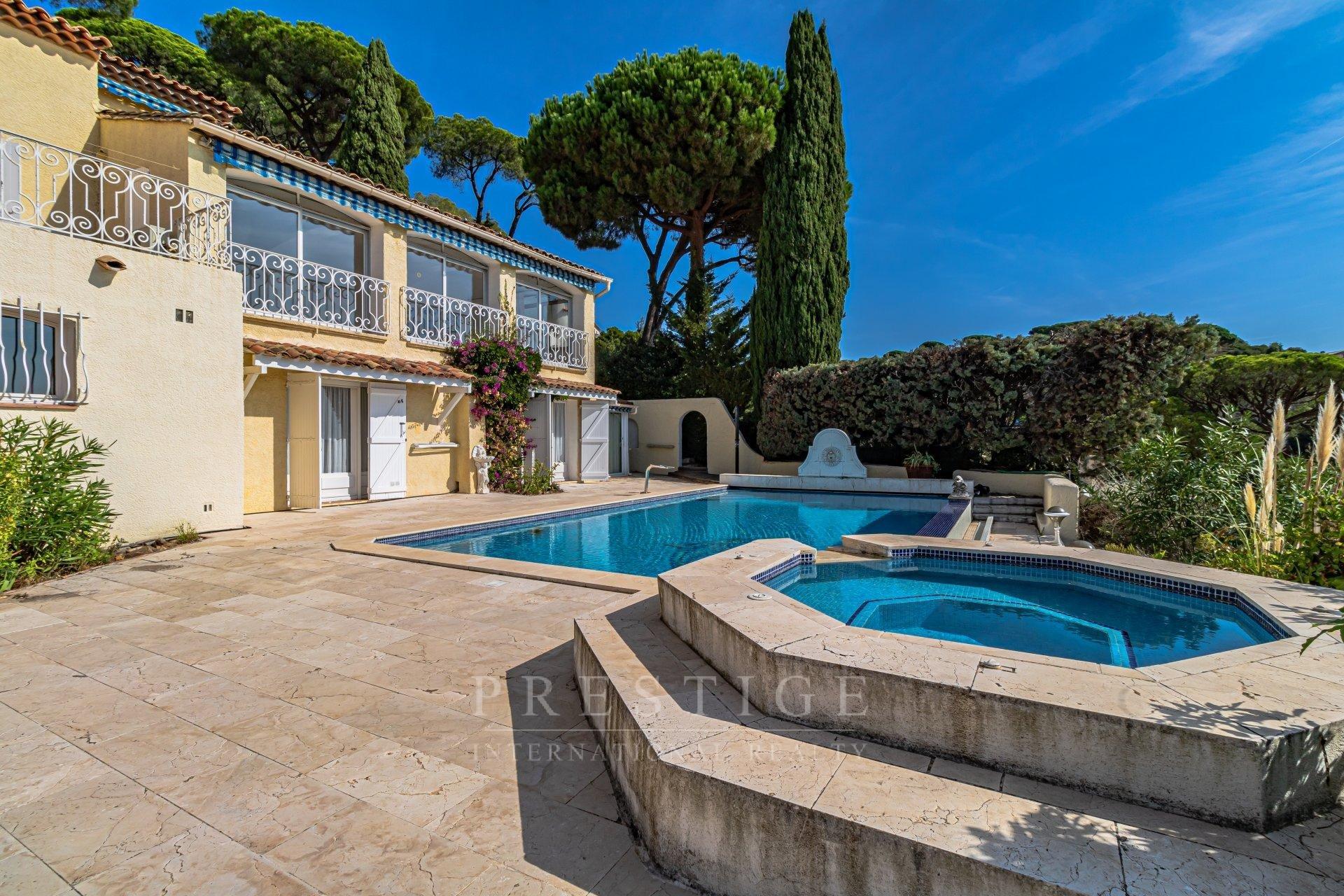 Sainte-Maxime, maison 5 chambres avec piscine et vue mer