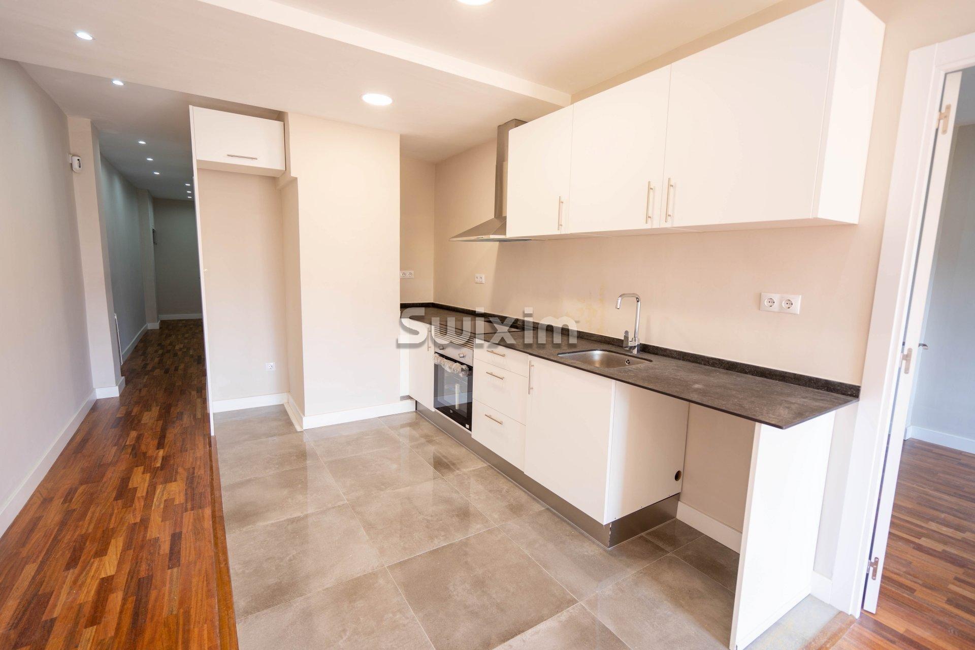 Appartement entièrement rénové avec terrasse à Barcelone