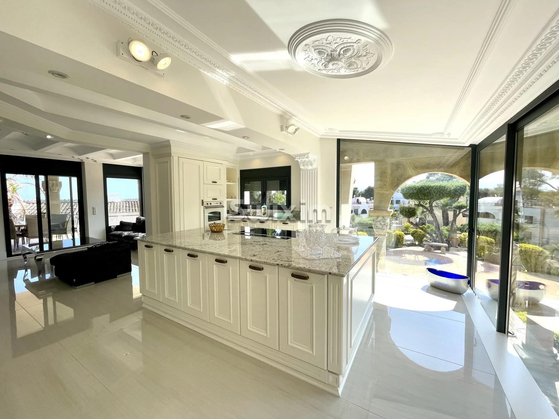 Luxueuse villa avec vue imprenable sur la mer