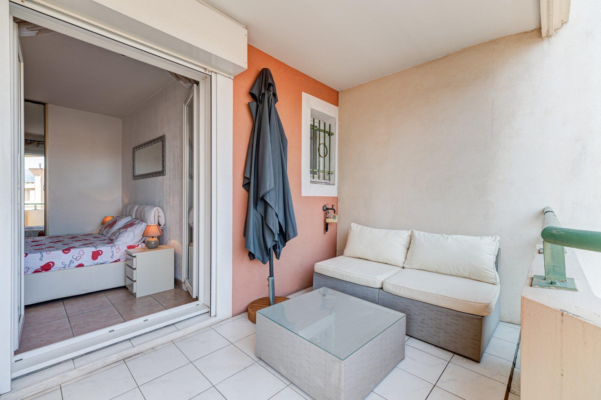 RUE DE FRANCE, 2 pièces avec terrasse et garage