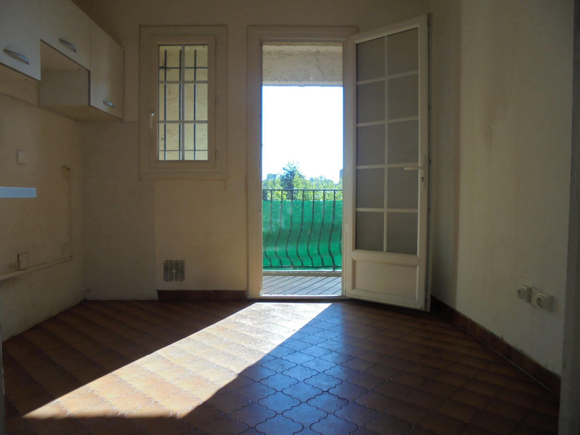 PEYMEINADE,  Dernier étage,  Appartement 3 Pièces,  1 Parking