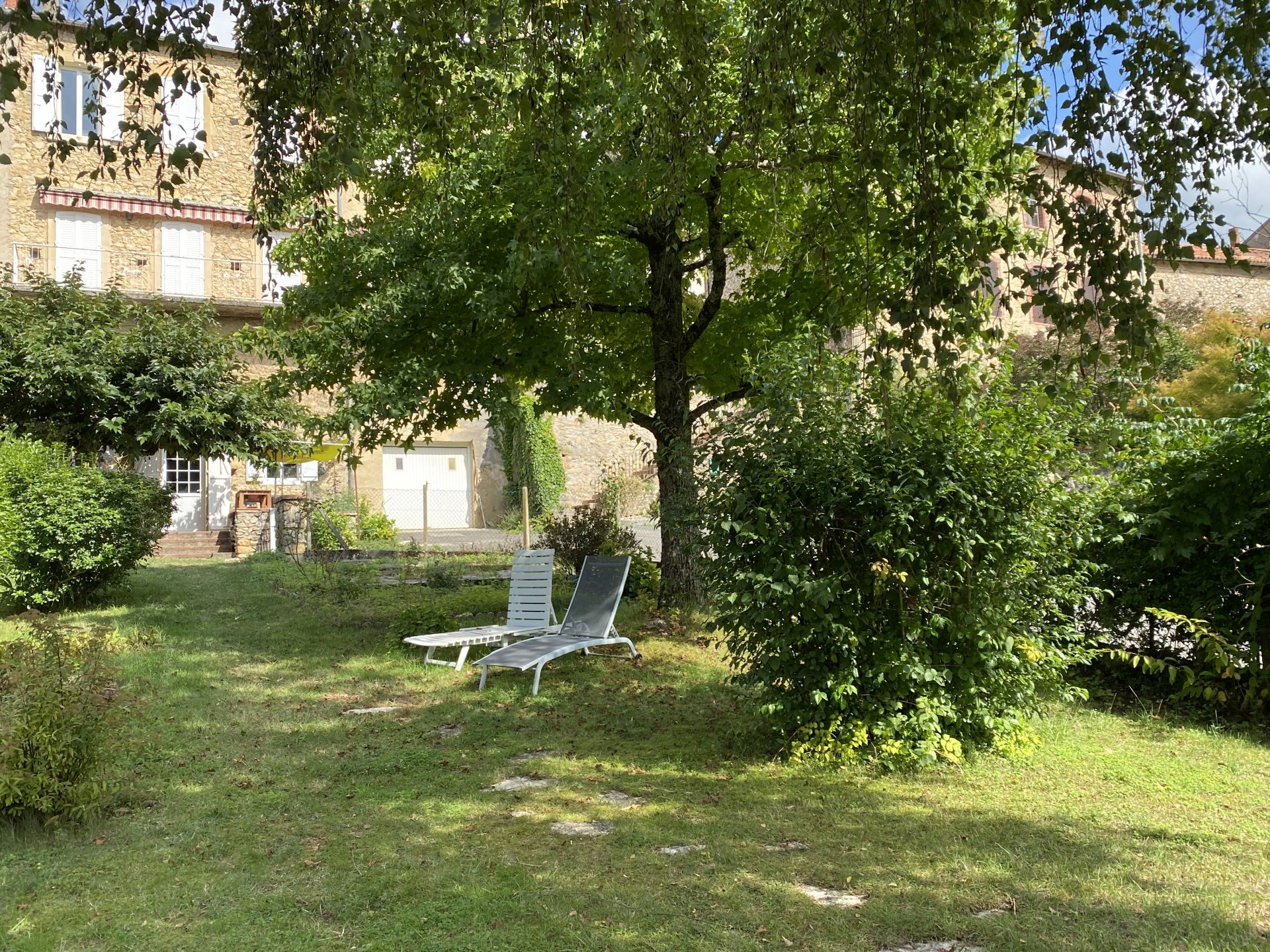 Aurignac center, Pyrenees view, large town house with garden