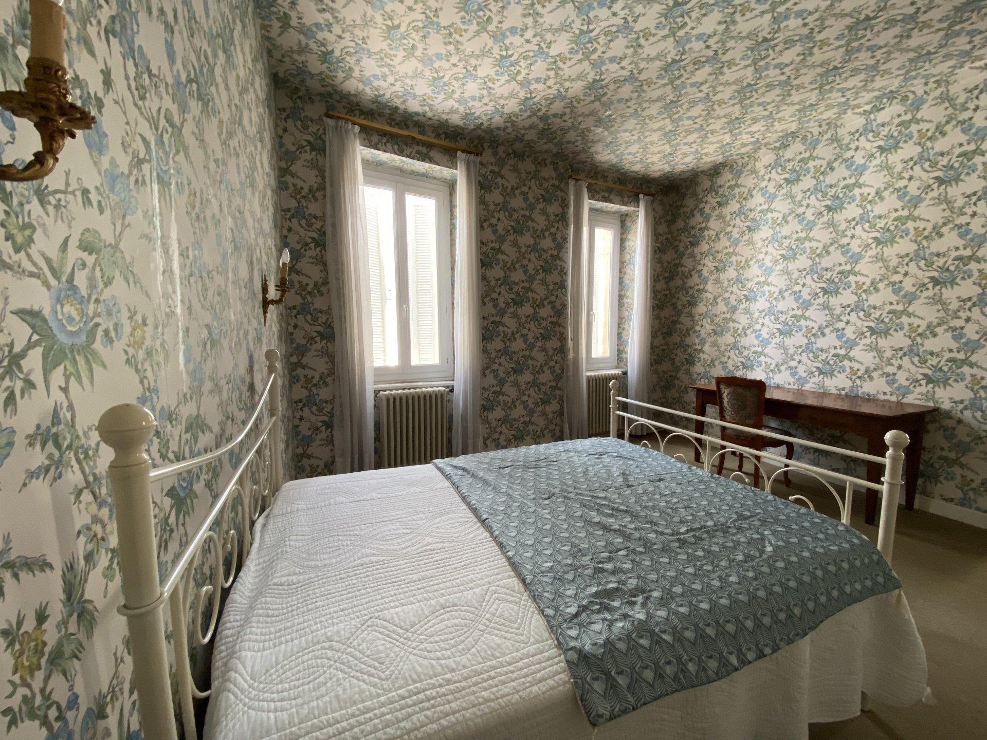 Aurignac centre, Vue Pyrénées, grande maison de ville avec jardin