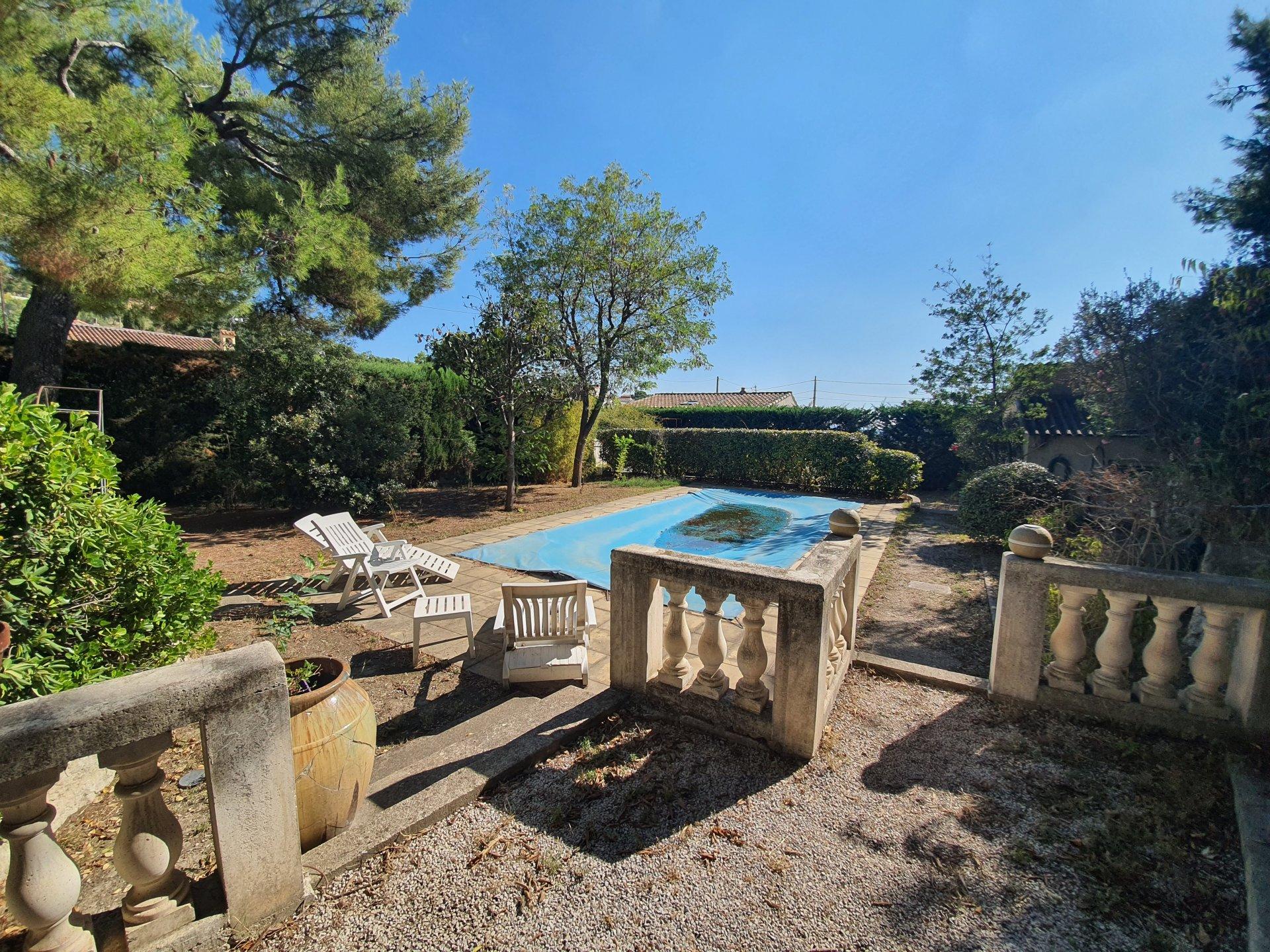 Maison de T5 sur parcelle de 1300m2 avec piscine et garage