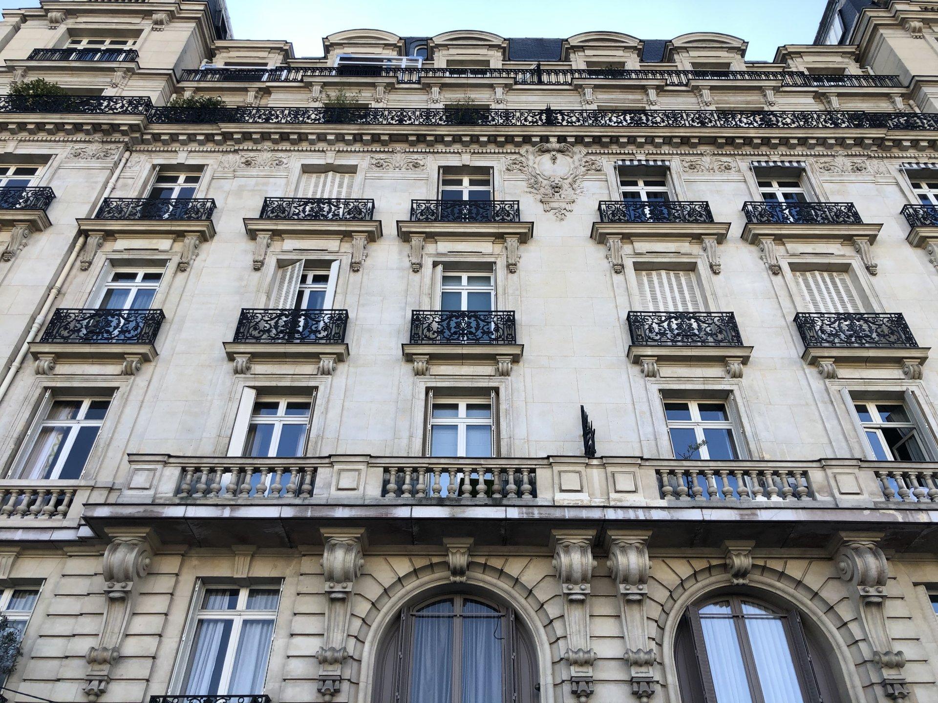 Paris Boulevard Flandrin. Face à L'université porte Dauphine.