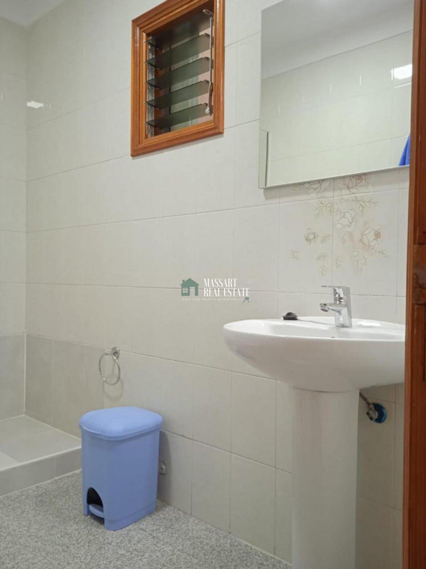 Gemeubileerd en recent gerenoveerd appartement van 70 m2 gelegen in de populaire wijk Puerto Santiago... zeer dicht bij het strand!