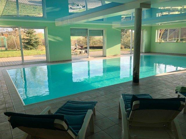 Très belle propriété de standing avec piscine intérieure