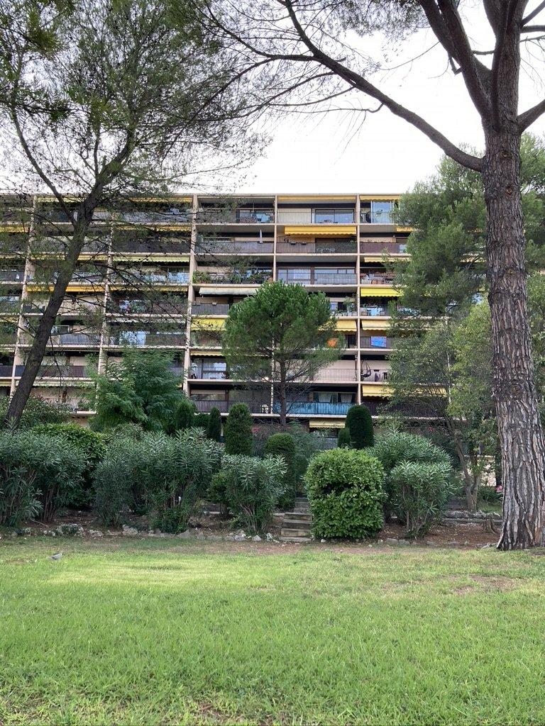 Appartement 2 pieces avec parking  quartier blanchisserie