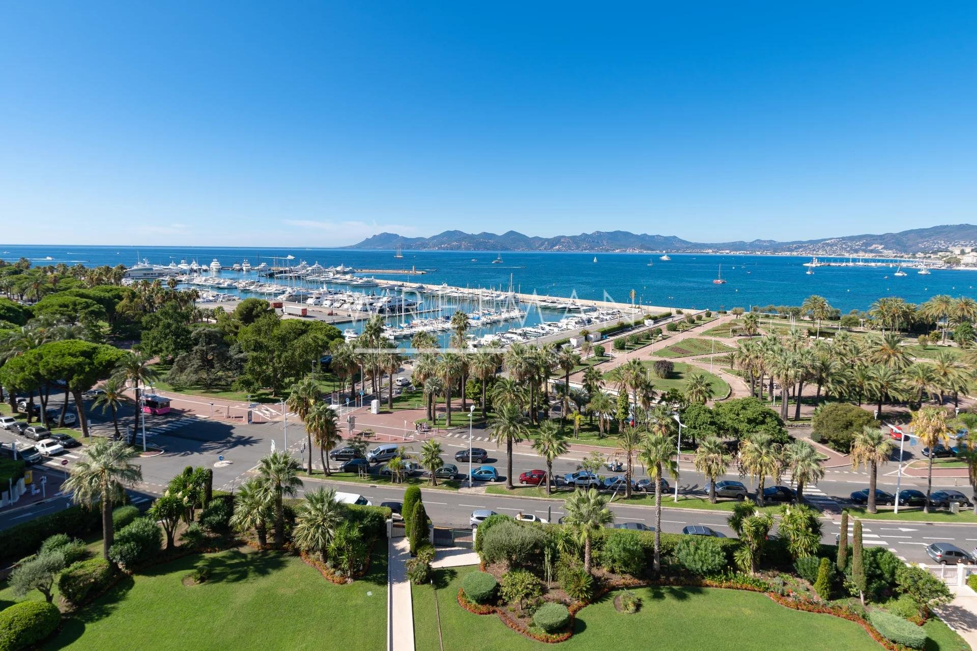 Penthouse med stor terrass och fantastisk havsutsikt - Cannes Croisette