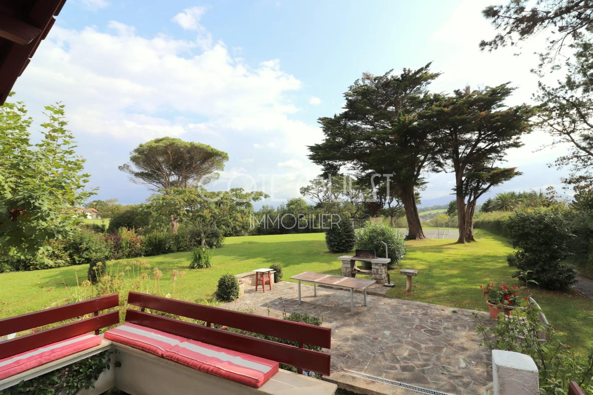 A PROPERTY WITH ANNEXES ENJOYING AN OCEAN VIEW