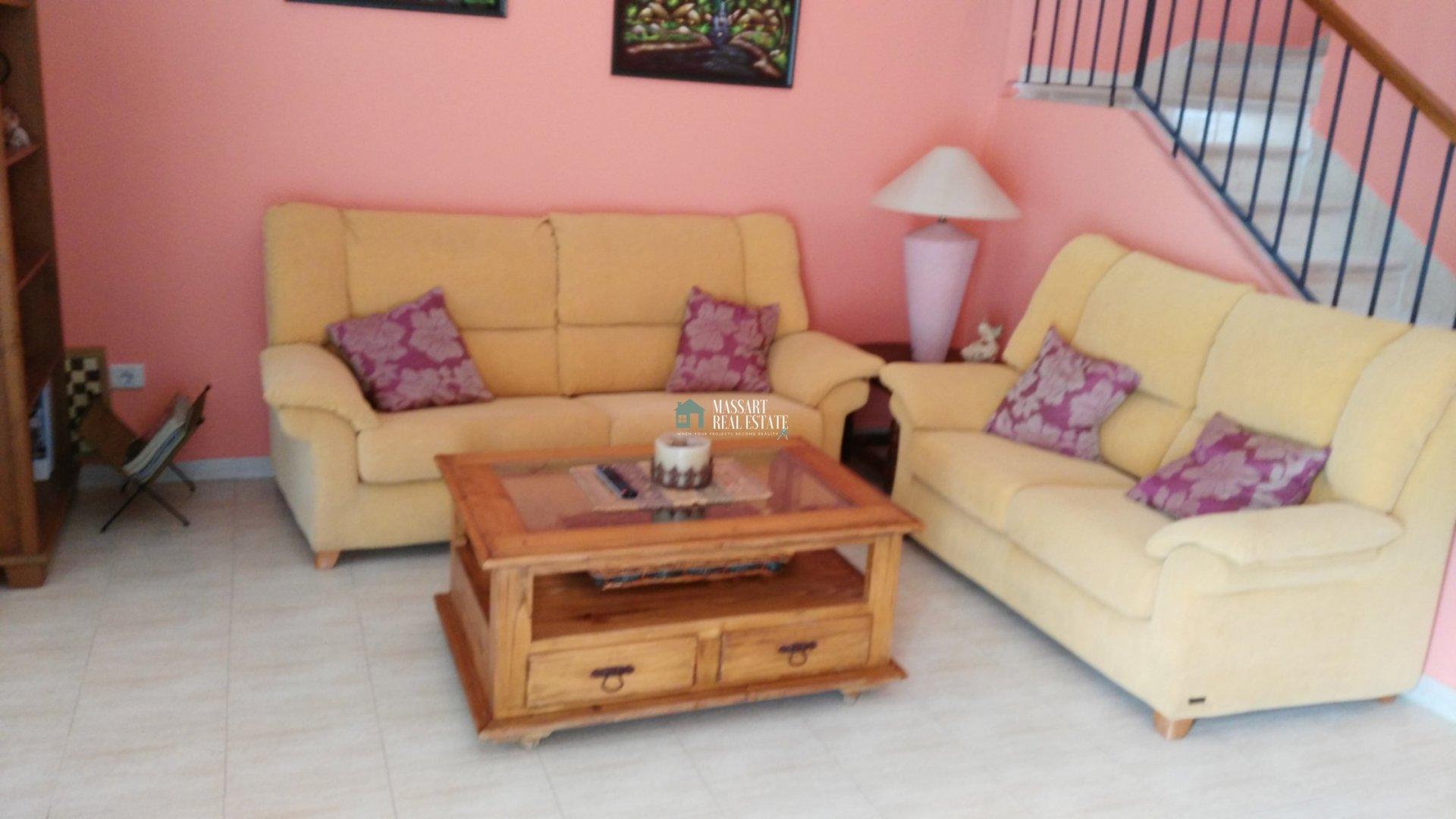 Komplett möbliertes 92 m2 großes Doppelhaus in der Wohngegend von Los Cardones in San Isidro.