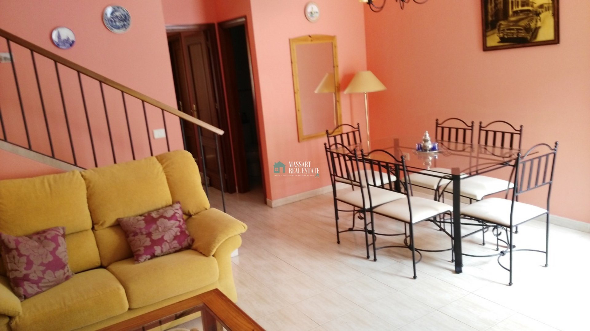 Chalet adosado completamente amueblado de 92 m2 ubicado en en la zona residencial de Los Cardones, en San Isidro.