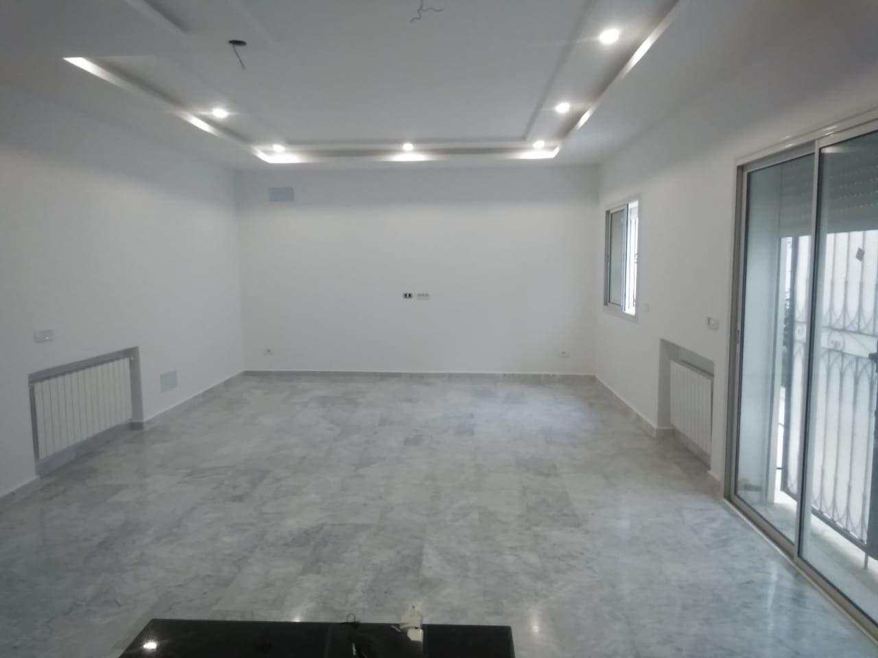 Location Duplex de 220 m² à La Marsa.