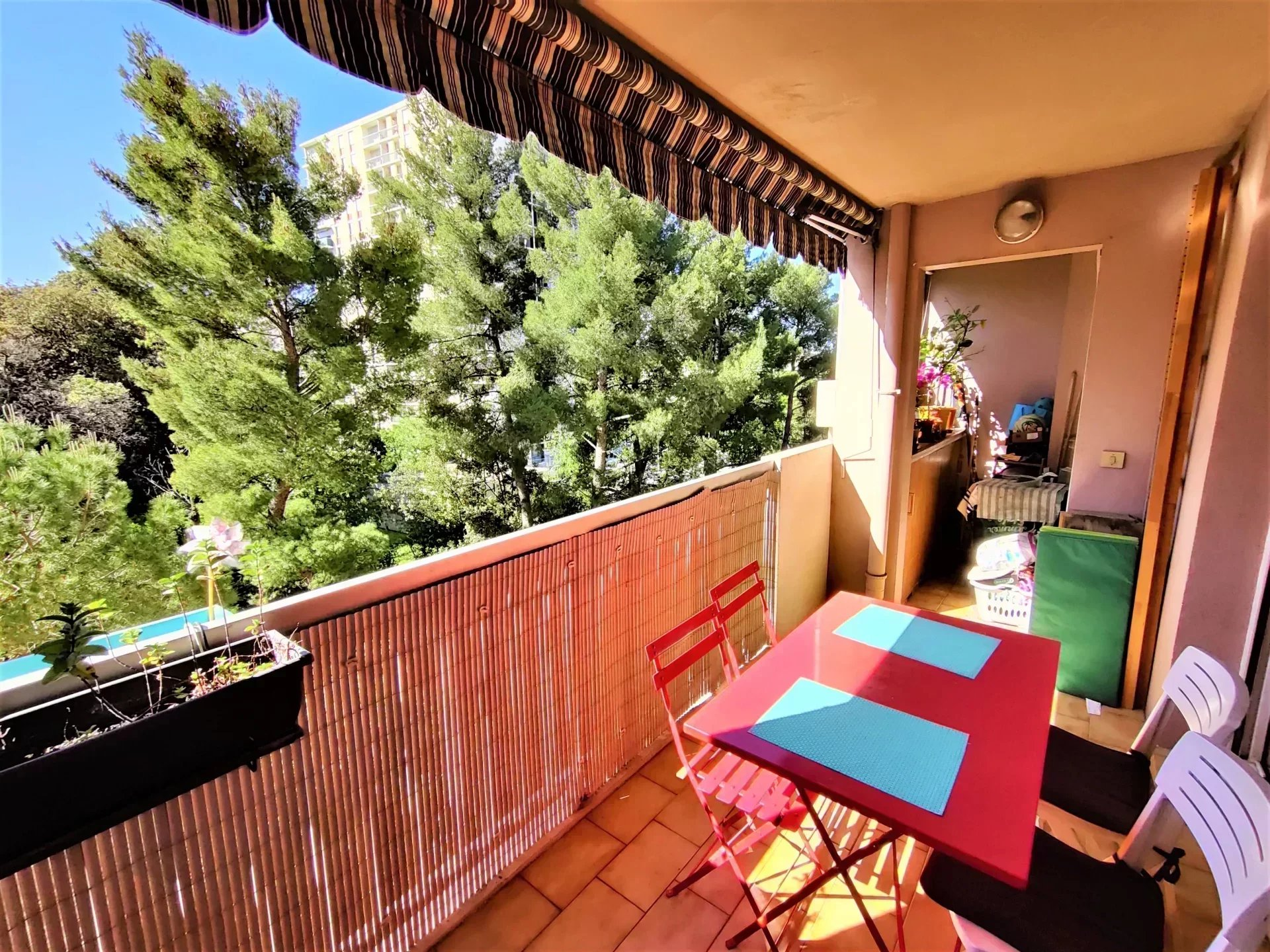 Appartement T4 90 m2 environ avec terrasse et loggia