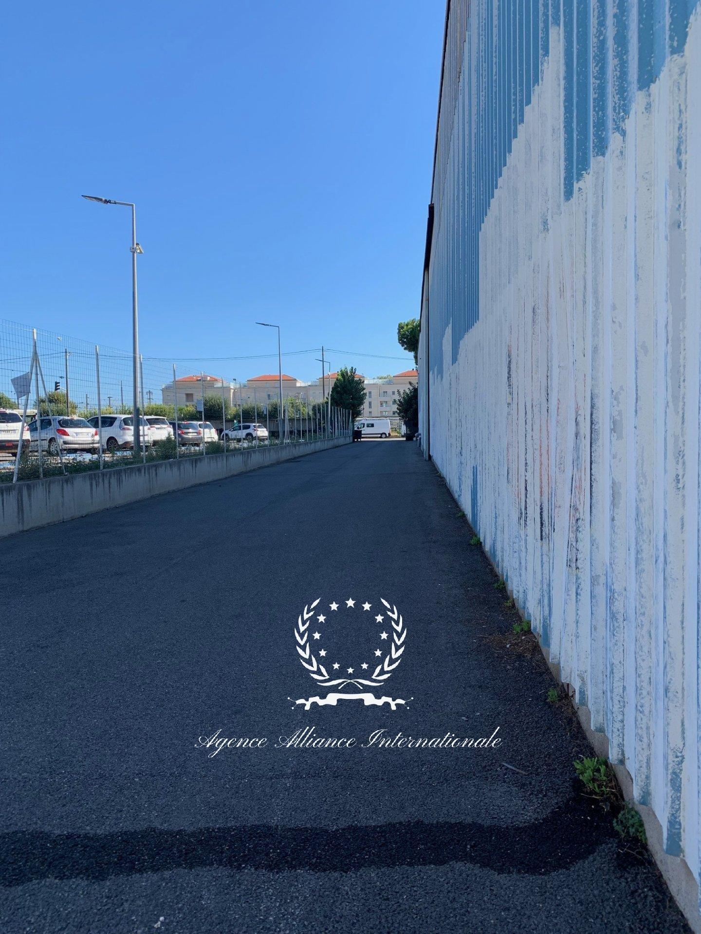 Local 2661m2 - Cannes la bocca