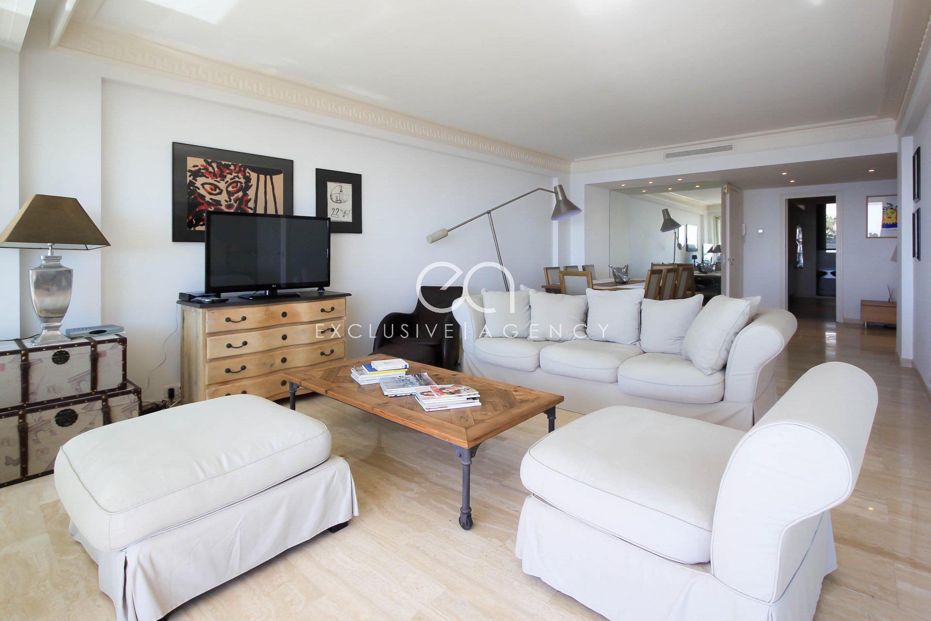 Канны продажа 3-х комнатная квартира в закрытой резиденции с террасой с панорамным видом на море.