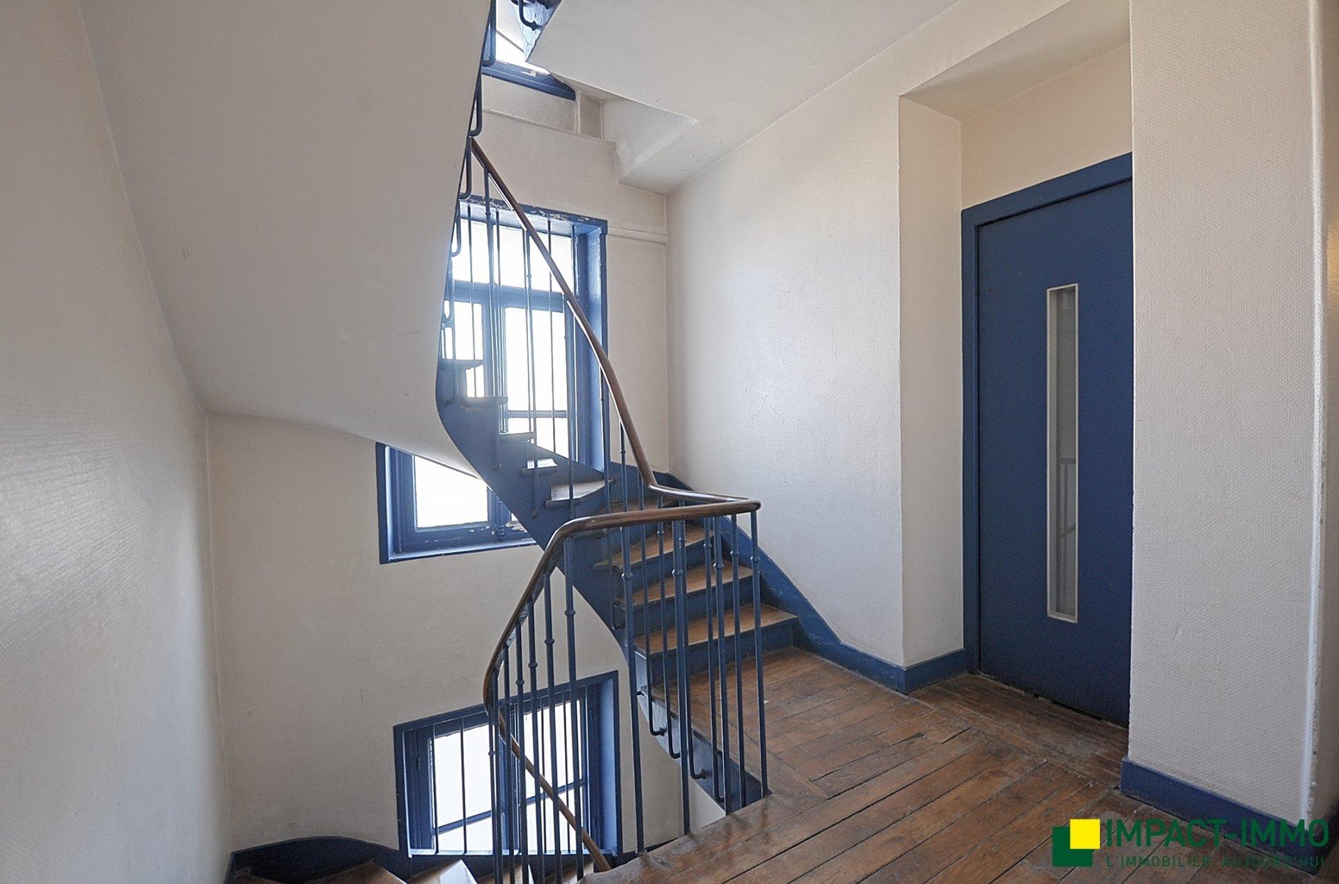 Studio en étage avec ascenseur métro Jean Jaurès