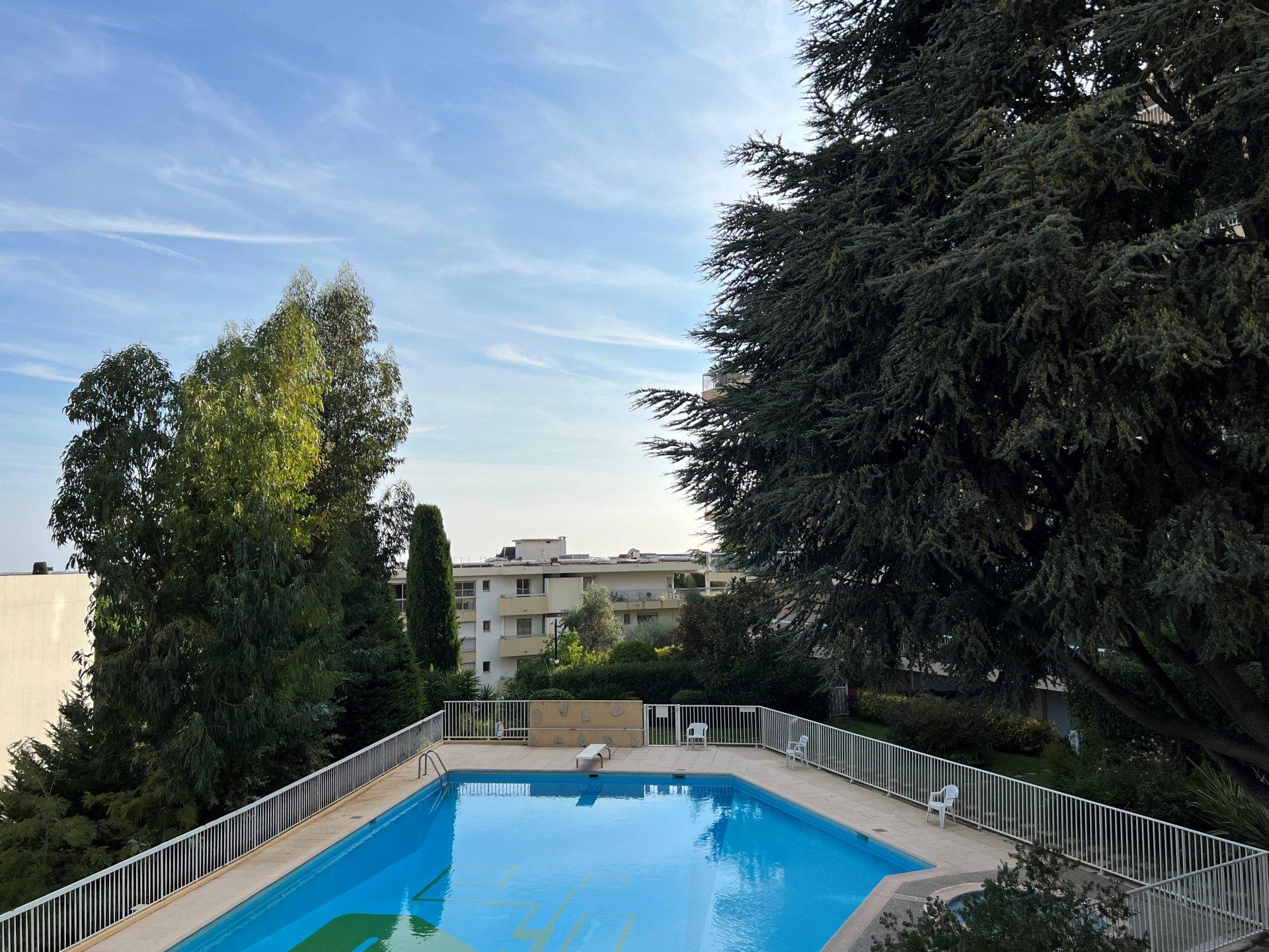 CHAMBRUN/GAIRAUT - 2/3 Pièces en étage élevé, résidence avec piscine