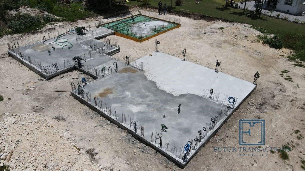 Terrain avec projet de construction entamé